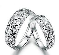 presente do dia clássico do floco de neve de prata unisex das mulheres banhado anéis par (2 peças)