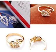 Lureme®Fashion Crystal Two leaves Ring