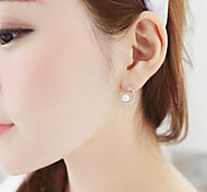 Ms Fashion and Personality Curved Moon Pearl Earrings