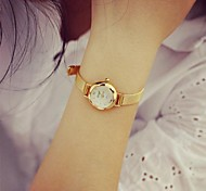 la mode la montre à quartz en alliage circulaire des femmes
