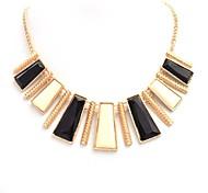 2015 Fashion Irregular Black And White Necklace