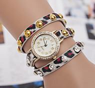 Frauenweinlese-Leder-Niet-Armbanduhr