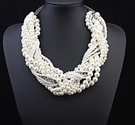 Frauen verflochten Perlenkette