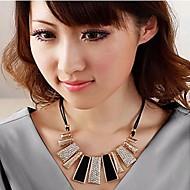 Lureme®Fashion Crystal Geometrical Irregular Necklace