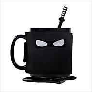 kreativa ninja rånar sked omrörning kaffekoppen och dalbana som innehåller flyttbara isolerad kopp sköld
