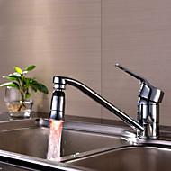 台所の流しのユニバーサルアダプタは、蛇口ノズル(モノクロ)を導きました