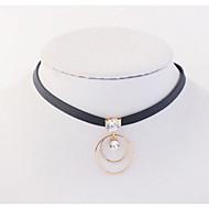 Damskie Dla dziewczynek Naszyjniki choker Naszyjniki z wisiorkami Łańcuszki na szyję Rhinestone Circle Shape BiżuteriaMiedź Kryształ