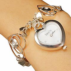 Vrouwen Hart-vorm Dial holle graveren band kwarts armband horloge Analoog