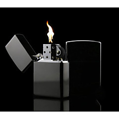 luxusním černými jasný chromovaný petrolej zapalovač
