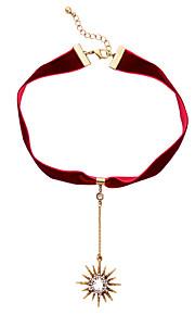 Dame Kort halskæde Stjerneformet Mode Personaliseret Sort Rød Smykker For Daglig Afslappet 1 Stk.